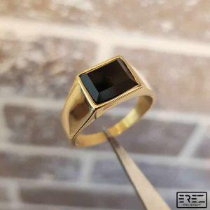 טבעת חותם לגבר - טבעת זהב לגבר עם אבן שחורה