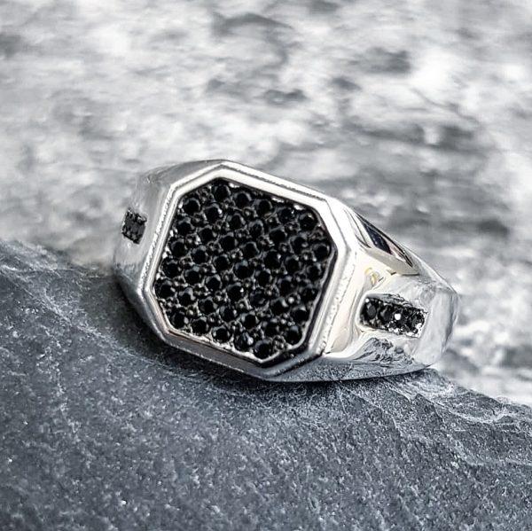 טבעת לגבר- סטון כסף משובץ שחור